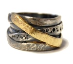 Spiralring aus geschwärztem Silber mit Gold. Gr.58, 298,- €